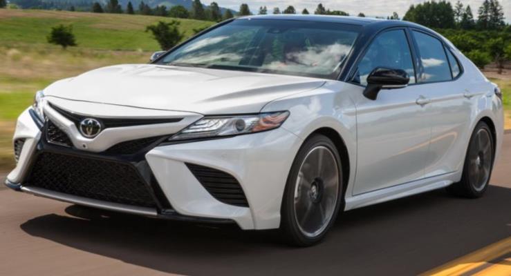 2018 Toyota Camry'den detaylar ve yeni fotoğraflar