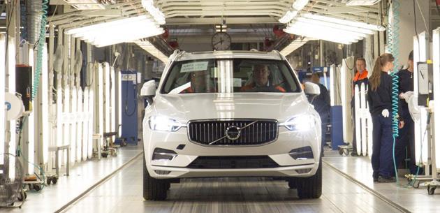 İlk yeni Volvo XC60 Torslanda'da üretim bandından indi